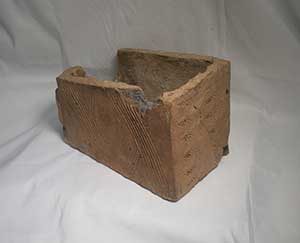 This is a box tile from the hypocaust flue. Flues were built into the walls to carry away hot air from the under floor heating. Image Bill Bevan